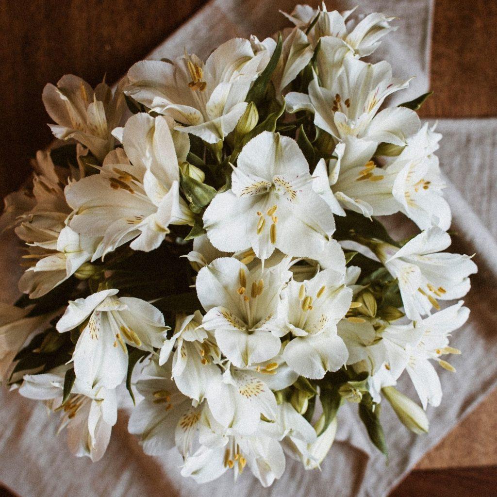 Blumenstrauß und Wünsche zur Geburt schicken   hey-julisa.com